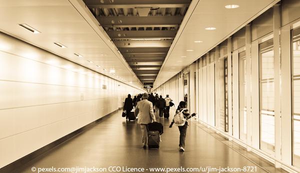 Fluggäste am Terminal